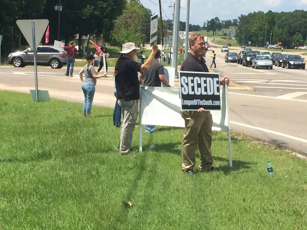 "League of the South uses new ""Secede"" signs in Wetumpka, AL"